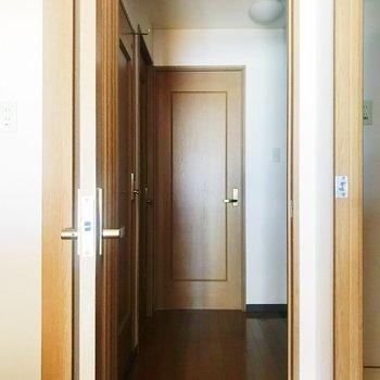 廊下から奥のお部屋へ。