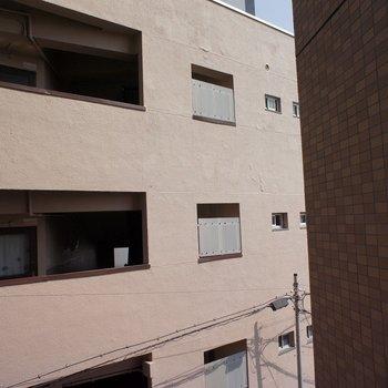 こちら側はお隣さんのが眺望です。