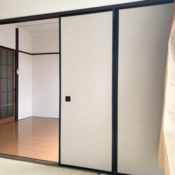 【和室】引き戸は左右に開けることもできます。※写真は前回募集時のものです
