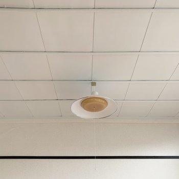 【洋室】天井も白く塗られています。※写真は前回募集時のものです