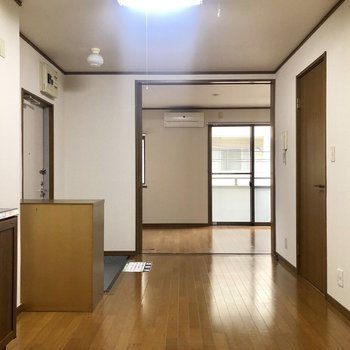 【DK】広いスペースで、食器棚も冷蔵庫も問題なく置けそう!