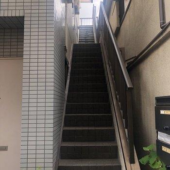 この階段で2階まで!