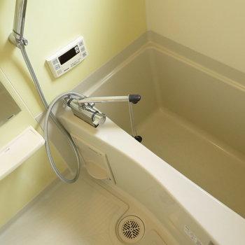 お湯張り機能に小窓も付いてます※写真は2階の同間取り別部屋のものです