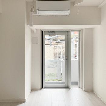 新築のいい香りがしますねえ※写真は1階の同間取り別部屋のものです