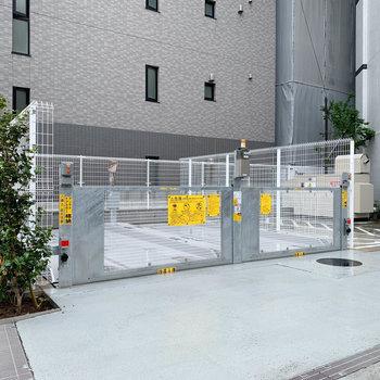 機械式の駐車場がついています。