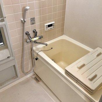 タイルが可愛いお風呂!(※写真は清掃前のものです)