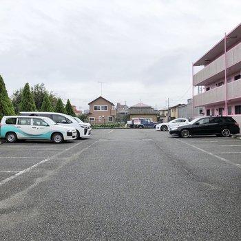 広々とした駐車場も付いていますよ