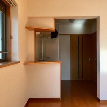 キッチンに行きやすいっていいですよ。※写真は3階の反転間取り別部屋のものです
