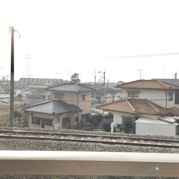 線路がちかい!電車をまじかで楽しめます。