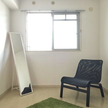 こちらは5.4帖の洋室。(※写真の家具・小物は見本です)