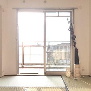 こちらは6畳の和室。畳が心地良いなぁ。(※写真の家具・小物は見本です)