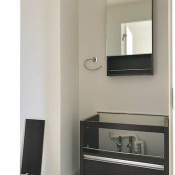 サニタリーへ※洗面台は工事中です※写真は3階の反転間取り別部屋のものです