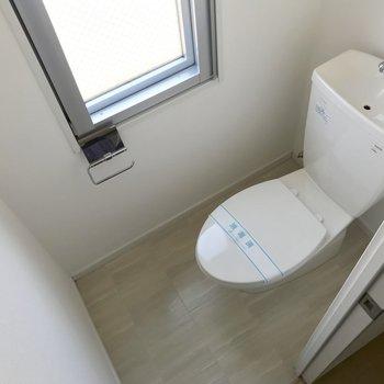 トイレにも窓があるのは嬉しい◯※写真は3階の反転間取り別部屋のものです