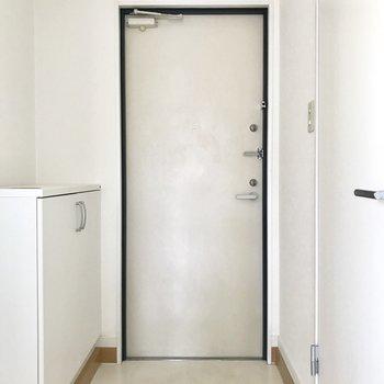 清潔感のある玄関※写真は3階の反転間取り別部屋のものです