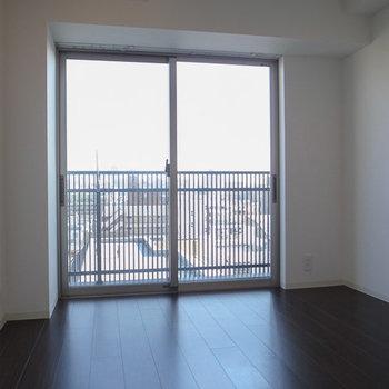寝室にもエアコンがあります。※写真は6階の同間取り別部屋のものです