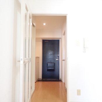 廊下は水回りと【洋室2】に続きます。