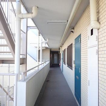 共用廊下はレトロな雰囲気です。