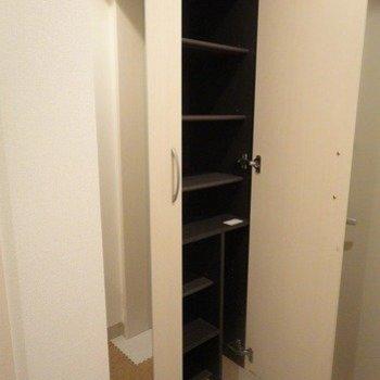 シューズボックス※写真は1階の同間取り別部屋のものです