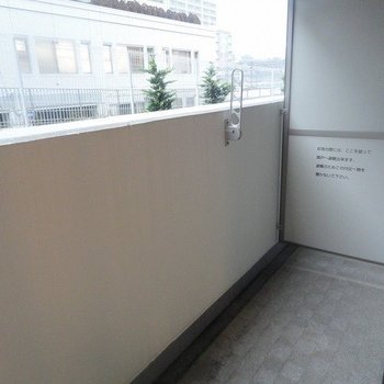 バルコニーの広さも十分※写真は1階の同間取り別部屋のものです