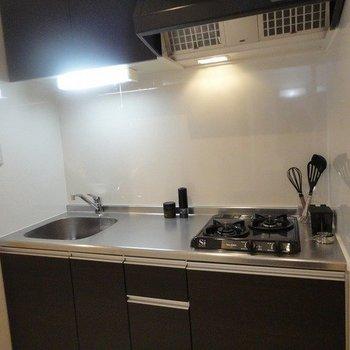 ゆとりのあるキッチン※写真は1階の同間取り別部屋のものです
