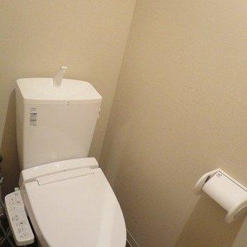 もちろんシャワーつき※写真は1階の同間取り別部屋のものです
