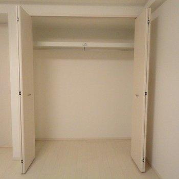 収納。たくさん収納できそう。※写真は1階の同間取り別部屋のものです