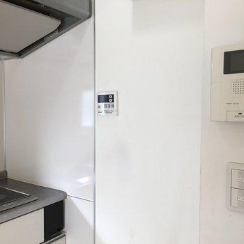 湯沸かし器、モニター付きインターホン。※写真は8階の同間取り別部屋のものです