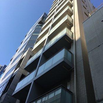 1フロアに2部屋しかない縦長の建物です。スタイリッシュ!