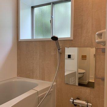 お風呂も窓付きで明るい!※写真は前回募集時のものです