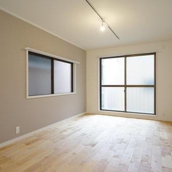 【イメージ】無垢床がすっと伸びて気持ちがいいお部屋です