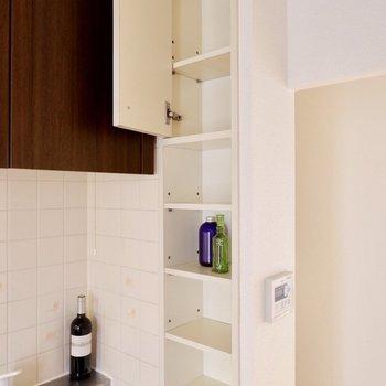 【DK】棚には調味料を置いたり。※家具・雑貨はサンプルです