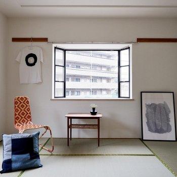 【和室】出窓には写真やお花を置いても良さそうです。※家具・雑貨はサンプルです