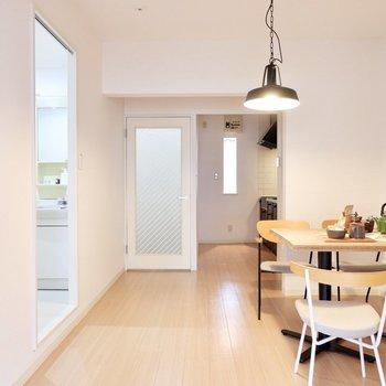 【DK】ナチュラルウッドな家具がよく似合いそう。※家具・雑貨はサンプルです