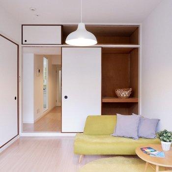 【6帖洋室】こちらはゆったりくつろぎの空間に。※家具・雑貨はサンプルです
