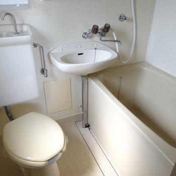水周りはユニットです。お風呂は1人なら十分の広さ♬
