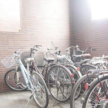 自転車置き場もありました