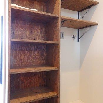 洗濯機部分についている棚もありがたい!※似た間取り別部屋の写真です。