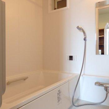 お風呂もゆったり追焚付き&浴室乾燥機付き※別部屋の写真です。