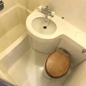 浴室は3点ユニットです※写真は前回募集時のもの