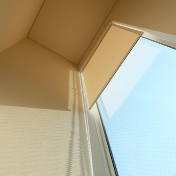 ほとんどの窓にカーテンがついています※写真は前回募集時のものです