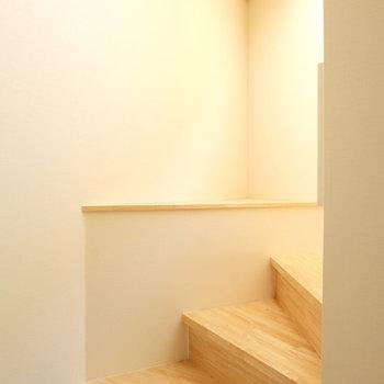 階段に飾り棚が、何置こうかな?※写真は前回募集時のものです