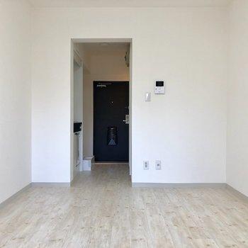 家具は何色でも合いそうですね〜※写真は2階の反転間取り別部屋のものです