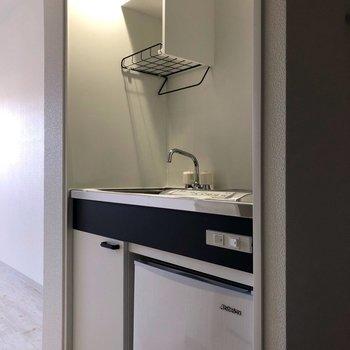 1人暮らし用キッチン。※写真は2階の反転間取り別部屋のものです