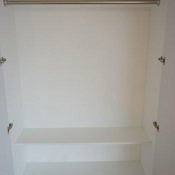 クローゼット。横に長いです。※写真は1階同間取り別部屋のものです