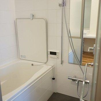 お風呂設備充実してます。※写真は1階同間取り別部屋のものです