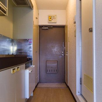 玄関はちょっと狭め?※写真は4階同間取り別部屋のものです