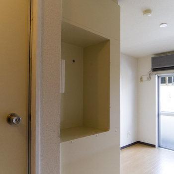 キッチンの後方にはディスプレイスペース。※写真は4階同間取り別部屋のものです