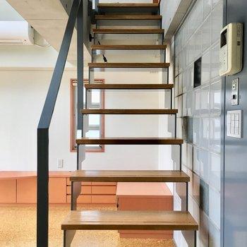 階段を上ってみましょう。