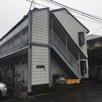 2階建てのマンションです。