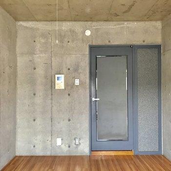 あなたの琴線をくすぐる重厚感※写真は通電前・3階の反転間取り別部屋のものです